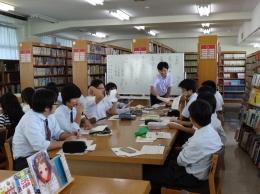 図書館で授業をすることも(国語)