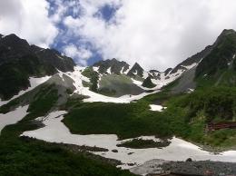 北アルプス涸沢の雪渓